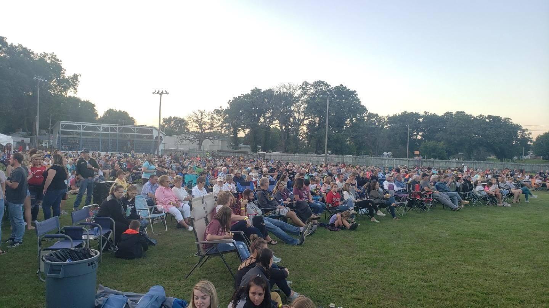 Elma Draws a Crowd for Concert/Fundraiser