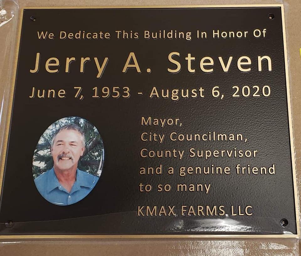 Plaque commemorating the building dedication